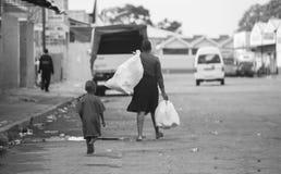 Moder & barn i Afrika Arkivfoto