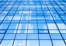 Moder biurowa fasada z błękitnym szkłem Zdjęcia Royalty Free