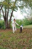 moder för 6 pojke Royaltyfria Bilder
