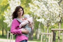 Moder med ett barn Royaltyfri Fotografi
