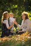Moder med sonen och farmodern Arkivbilder