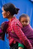 Moder och barn av Sindhupalchowk, Nepal arkivbilder
