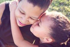 Moder och dotter Arkivbild