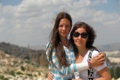 Moder och dotter i Cappadocia arkivfoto