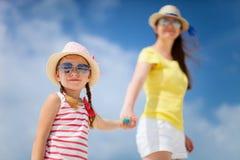 Moder och dotter på semester Arkivbilder