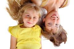 Moder och dotter på vit bakgrund Fotografering för Bildbyråer