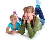 Moder och dotterleendet Arkivbilder