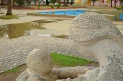 Moder- och sonskulptur Arkivfoto