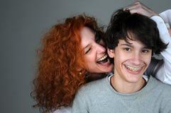 Moder- och tonåringson arkivfoto