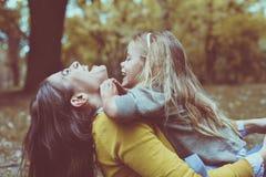 Moderdotterförälskelse Fotografering för Bildbyråer