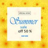 Moderiktig blom- vektormall Sommarblommor och illustration för sommarförsäljningsbokstäver Tropiska sidor och exotiska blommor royaltyfri illustrationer