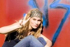 moderiktig seger för flickatecken Fotografering för Bildbyråer