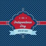 Moderiktig tappning utformat Juli 4th emblem Royaltyfri Bild