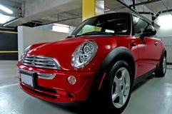 moderiktiga röda sportar för bil Royaltyfri Bild