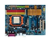 Moderkort i blått med springaPCI, AGP, DDR, synlig kylfläns för CPU ovanför sikt royaltyfri foto