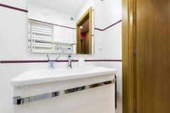 Moderm,时髦的卫生间 库存图片