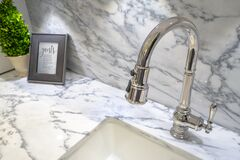 Modern all in one faucet and water sprayer ketching grey and white countertop