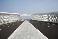 Modern arkitektur, bro Arkivfoton