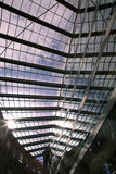 Modern arkitektur för genomskinligt glass för tak begrepp för blå himmel Arkivfoton