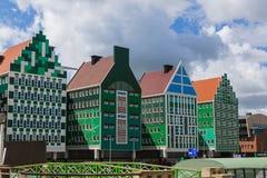 Modern arkitektur i Zaandam - Nederländerna fotografering för bildbyråer