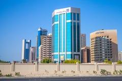 Modern arkitektur, kontorsbyggnader av Manama, Bahrain Royaltyfri Bild