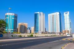 Modern arkitektur, kontorsbyggnader av Manama, Bahrain Royaltyfria Foton