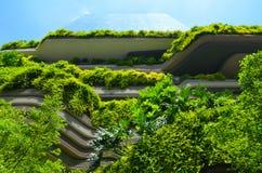 Modern arkitektur och vertikala trädgårdar av Singapore Royaltyfria Foton