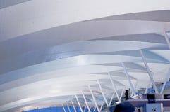 Modern arkitektur på flygplatsräckestation Arkivbild