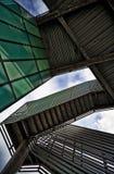 Modern arkitektur - under trappa Arkivfoton