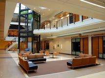modern arkitekturatrium Arkivfoto