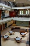 modern arkitekturatrium Arkivbild