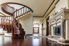 Modern arkitekturinre med det klassiska eleganta lyxiga hallet royaltyfri foto
