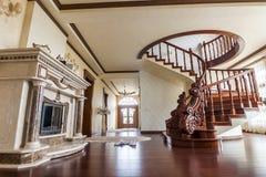 Modern arkitekturinre med det klassiska eleganta lyxiga hallet royaltyfria bilder