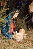 Modern av guden och behandla som ett barn Jesus arkivbilder