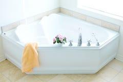 modern badbadrum Fotografering för Bildbyråer