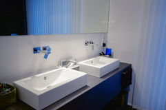 Modern badkamersbinnenland Stock Foto