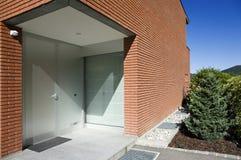 Modern baksteenhuis stock afbeeldingen