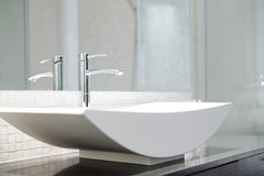 Free Modern Bathroom Royalty Free Stock Image - 34698046