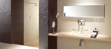 Modern Bathroom. Contemporary bathroom with details and wide mirror Royalty Free Stock Photos