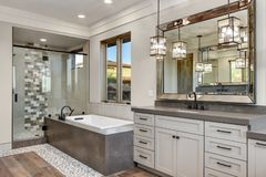 Free Modern Bathroom With Tub And Shower Royalty Free Stock Images - 164391539