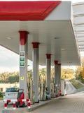 Modern bensinstation arkivfoton