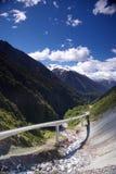 modern bergviaduct arkivbild