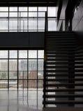 Modern bibliotheekbinnenland stock afbeelding