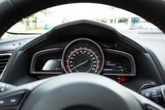 Modern bilhastighetsmätare Arkivfoton
