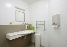 Modern binnenland. Badkamers Stock Afbeeldingen
