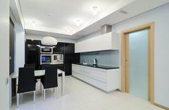 Modern binnenland. Keuken Royalty-vrije Stock Afbeeldingen