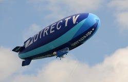 Modern blauw luchtschip stock afbeelding