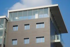 Modern bostads- byggnad arkivfoton