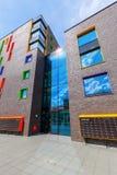 Modern bostads- byggnad i Eindhoven, Nederländerna Med omkring 225.000 dess invånare denstörsta kommunen av Netherla royaltyfri foto