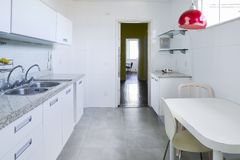 Modern and bright kitchen Royalty Free Stock Photos